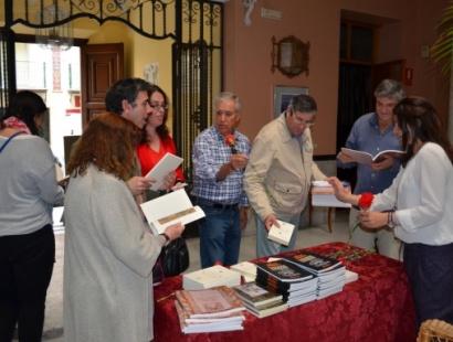 El Ateneo regalará libros y claveles con motivo del Día del Libro